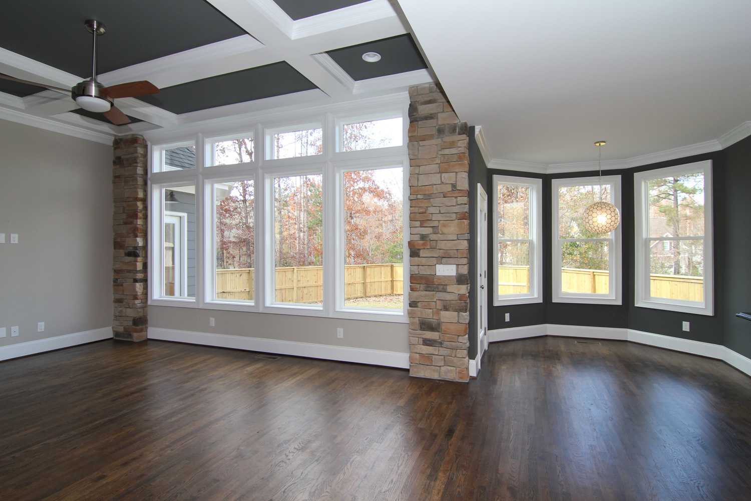 BrysonGreatRoomwallofwindows